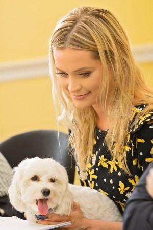 Animal Hero Awards 2017 Laura Whitmore DEJeAyAW0AIuESj